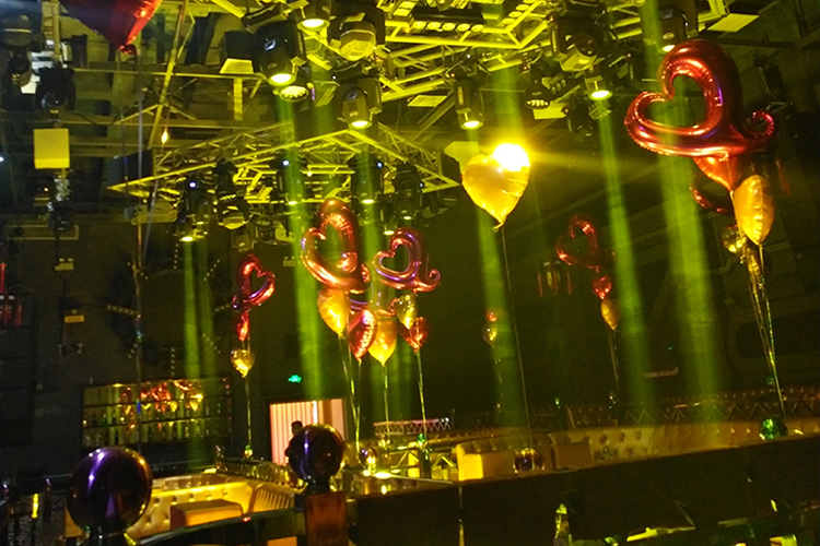 Dazzling bar stage lighting presentation of Kezun